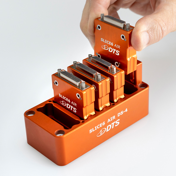 SLICE6 AIR DS-4 inserting module on docking station
